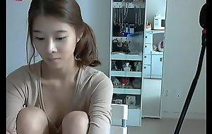 韩国年轻乳房刺花女孩露脸激情演出