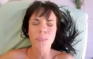 高清无码白色吊带丝袜骚女家中开始激烈的性爱
