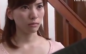 Japanese housewife is intimidated wits neighbour (Full: bit.ly/2Odtl7r)