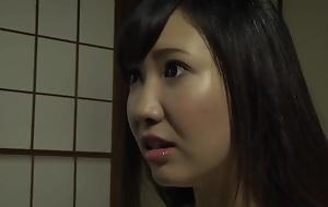 Sanki Nozomi And Wakatsuki Mizuna Near Young lady To Serve