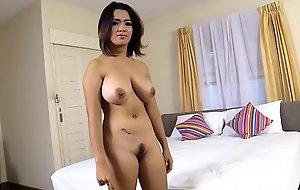 饼4大不成熟胸部上泰国女孩
