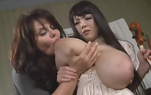 Hitomi Tanaka plays the shell-game for 2 minutes, then Milena Velba gropes their way