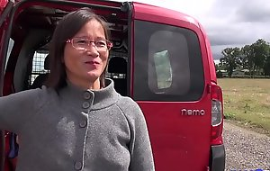 Nourisher asiatique enculée à l'_arrière de shivering camionette [Full Video]